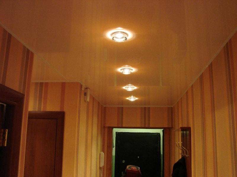 Натяжные потолки в прихожую фото