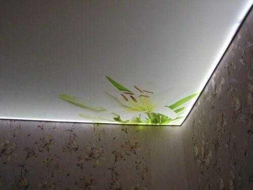 Сатиновый натяжной потолок с запотолочной подсветкой