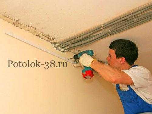 Монтаж багета для натяжного потолка