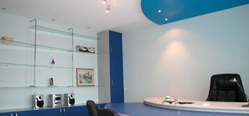 Натяжные потолки в офис: презентабельность и комфорт