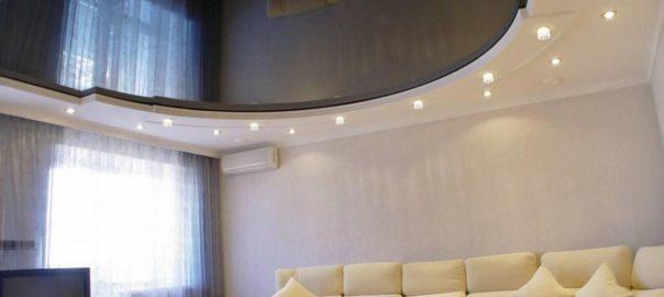 Натяжной потолок в гостинную фото