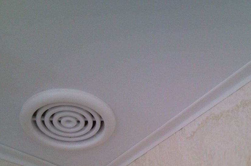 Причина подъема и опускания потолка